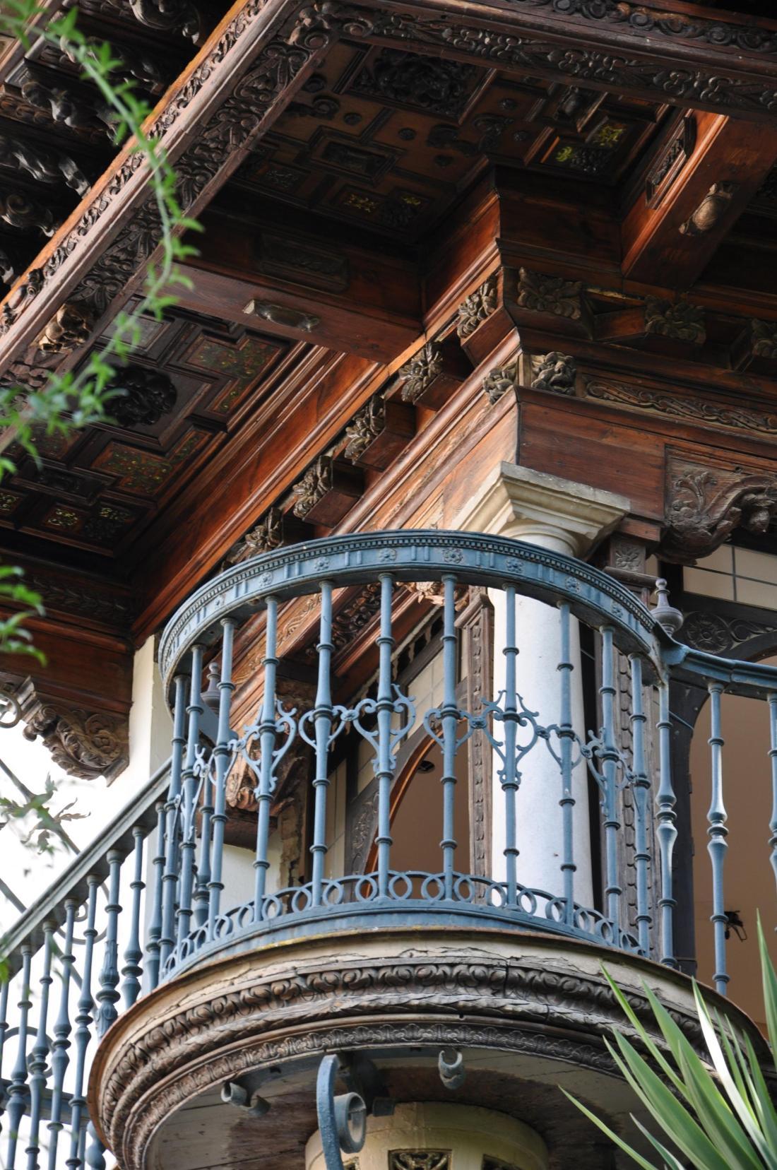seville ornate balcony2